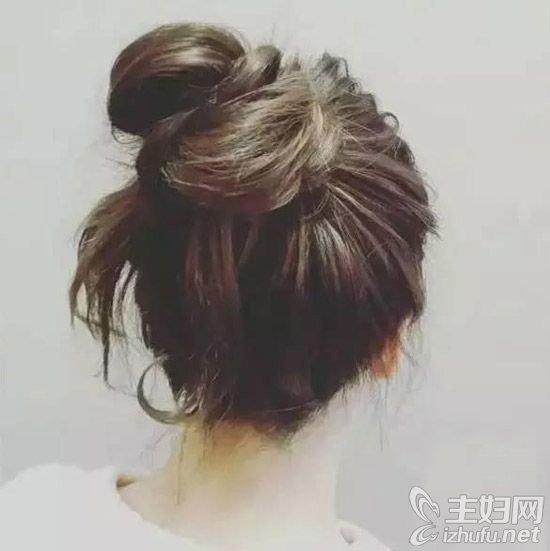 资讯【蓬松丸子头的扎法图解】马尾辫+丸子头的扎发教程图解